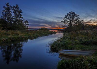Sweden_Rivers_Boats_Evening_Grass_Trees_525319_1280x830